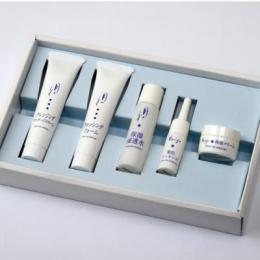 温泉水「月のしずく」から作られた化粧品の携帯用セット